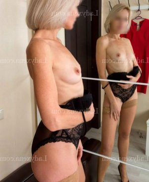 Fanny-laure massage naturiste escort girl