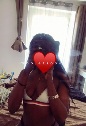 Zohe escort girl lovesita à Crozon
